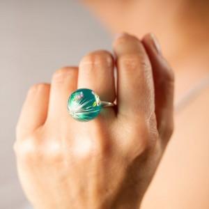 Pierścionek z zielonym oczkiem ręcznie robiony z dużym dmuchawcem i różowymi wrzosami  6