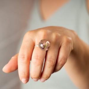Pierścionek srebrny z drewienkiem, koralikami i prawdziwymi wrzosami 2