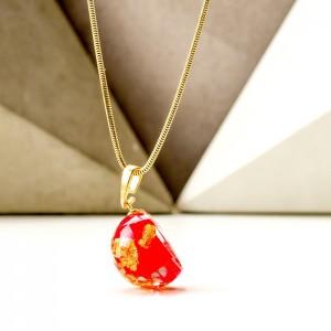 Naszyjnik imienny z płatkami złota i płatkami czerwonej róży 1