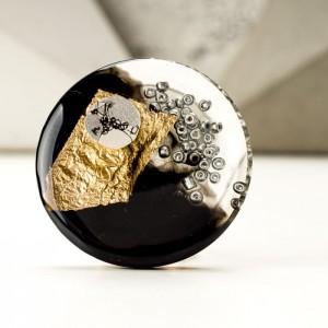 Elegancka broszka artystyczna czarno złota 1