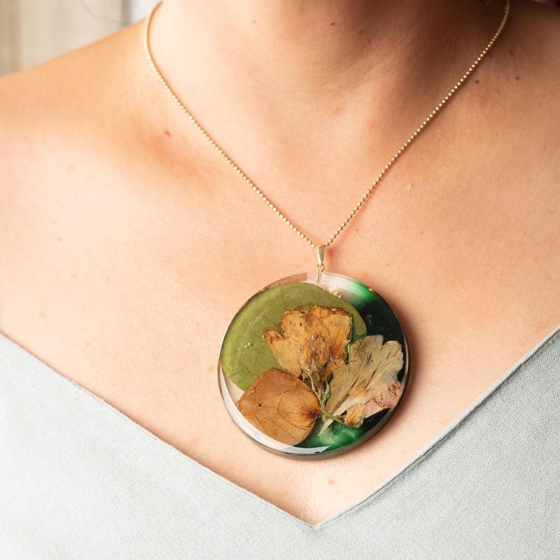 biżuteria z kwiatów z bukietu ślubnego